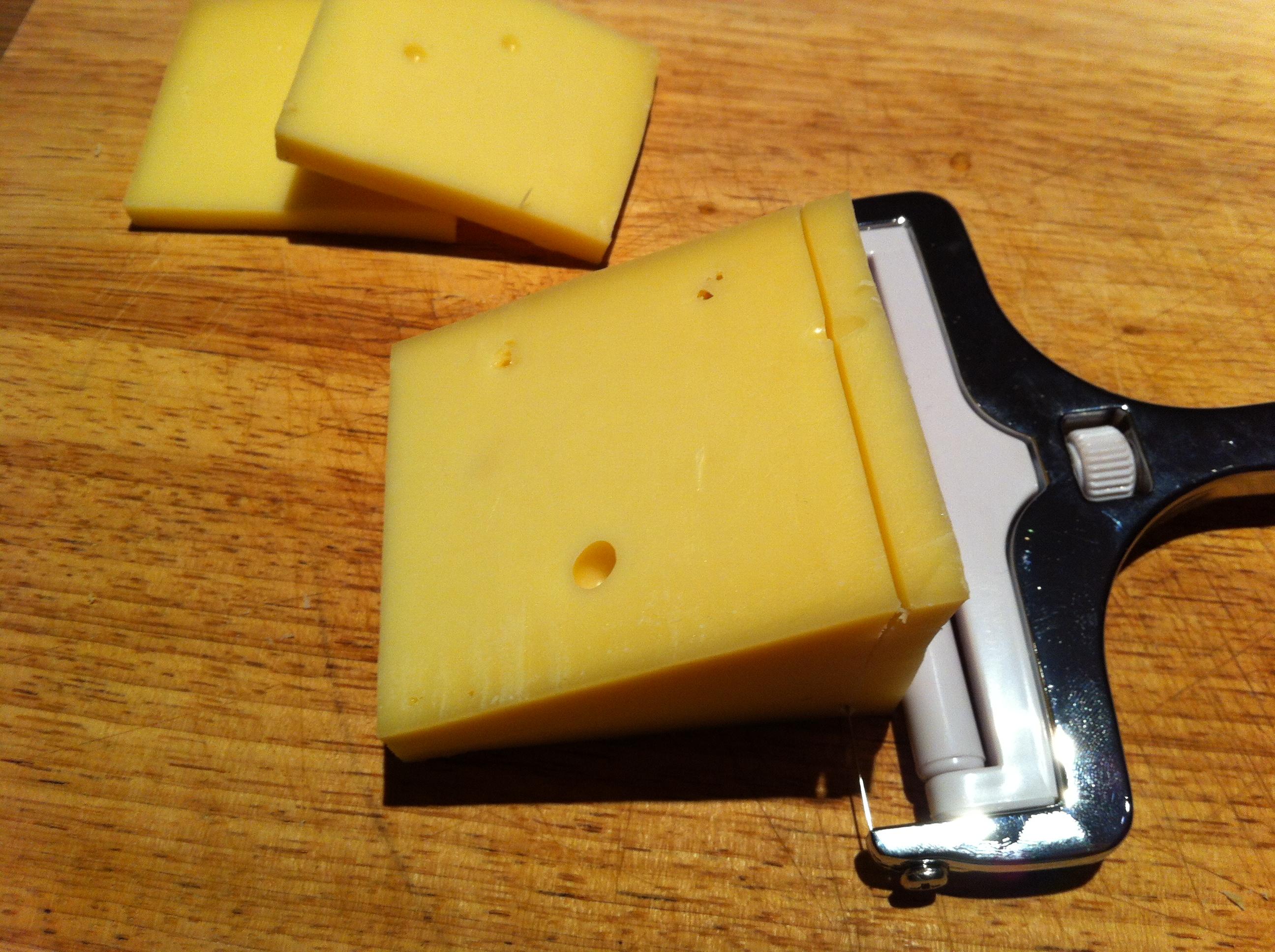 La raclette de clairette les fromages de clairette - Coupe fromage a raclette ...
