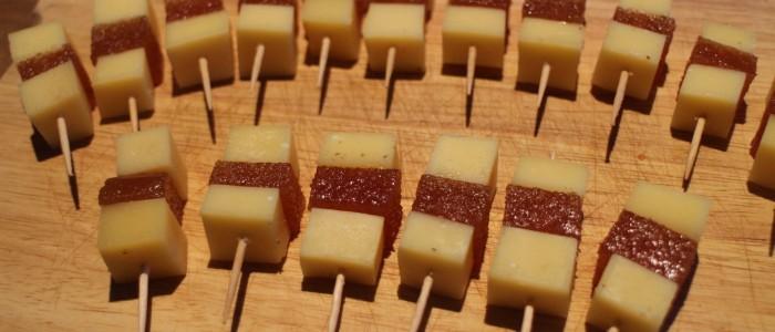 Brochettes Comté / Pâte de coing