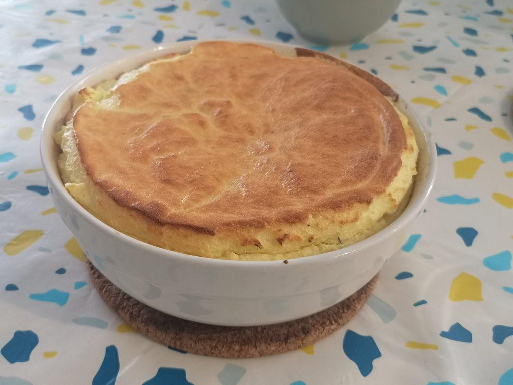 Une photo du soufflé au fromage de chèvre frais et au thym que je propose sur mon blog Les Fromages de Clairette.